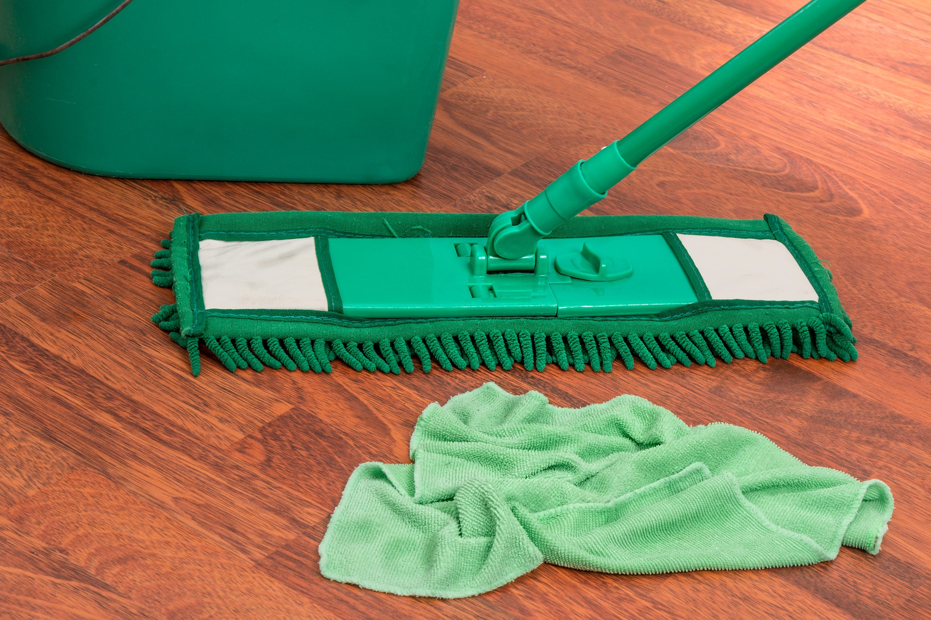How to Mop Wooden Floors Correctly