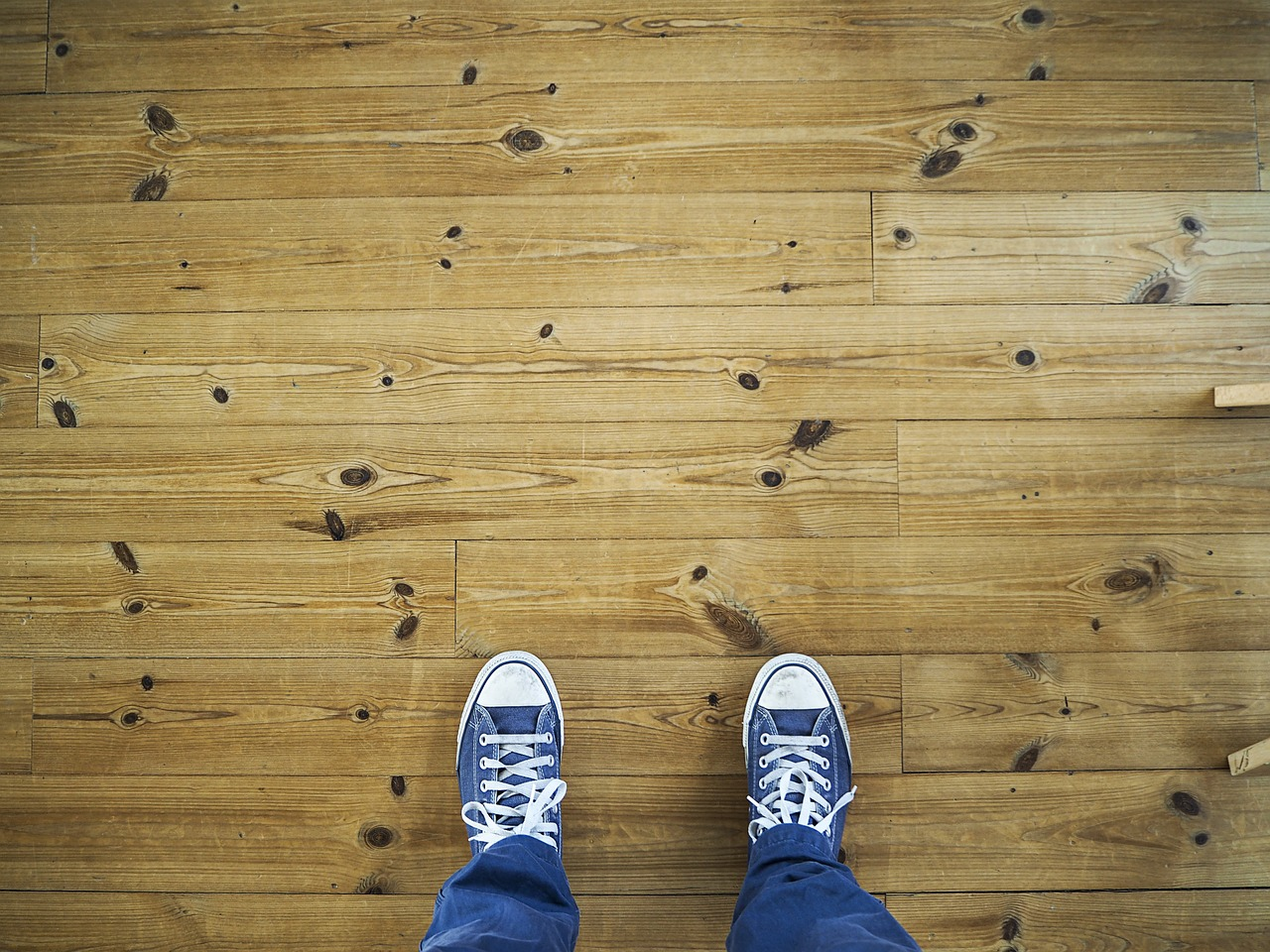 How to clean and shine laminate floors?